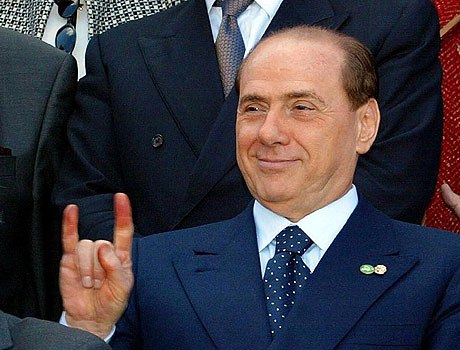 http://filcusum.files.wordpress.com/2008/11/berlusconi_corna1.jpg
